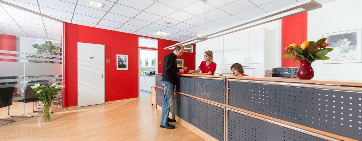 Das Empfangsteam unserer Schwerpunktpraxis für Magen- und Darmerkrankungen in Hamburg-Billstedt, ist immer gerne für Sie da.