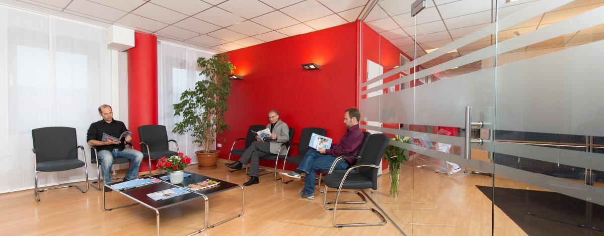 Das Wartezimmer unserer Schwerpunktpraxis für Magen- und Darmerkrankungen, in Hamburg-Billstedt
